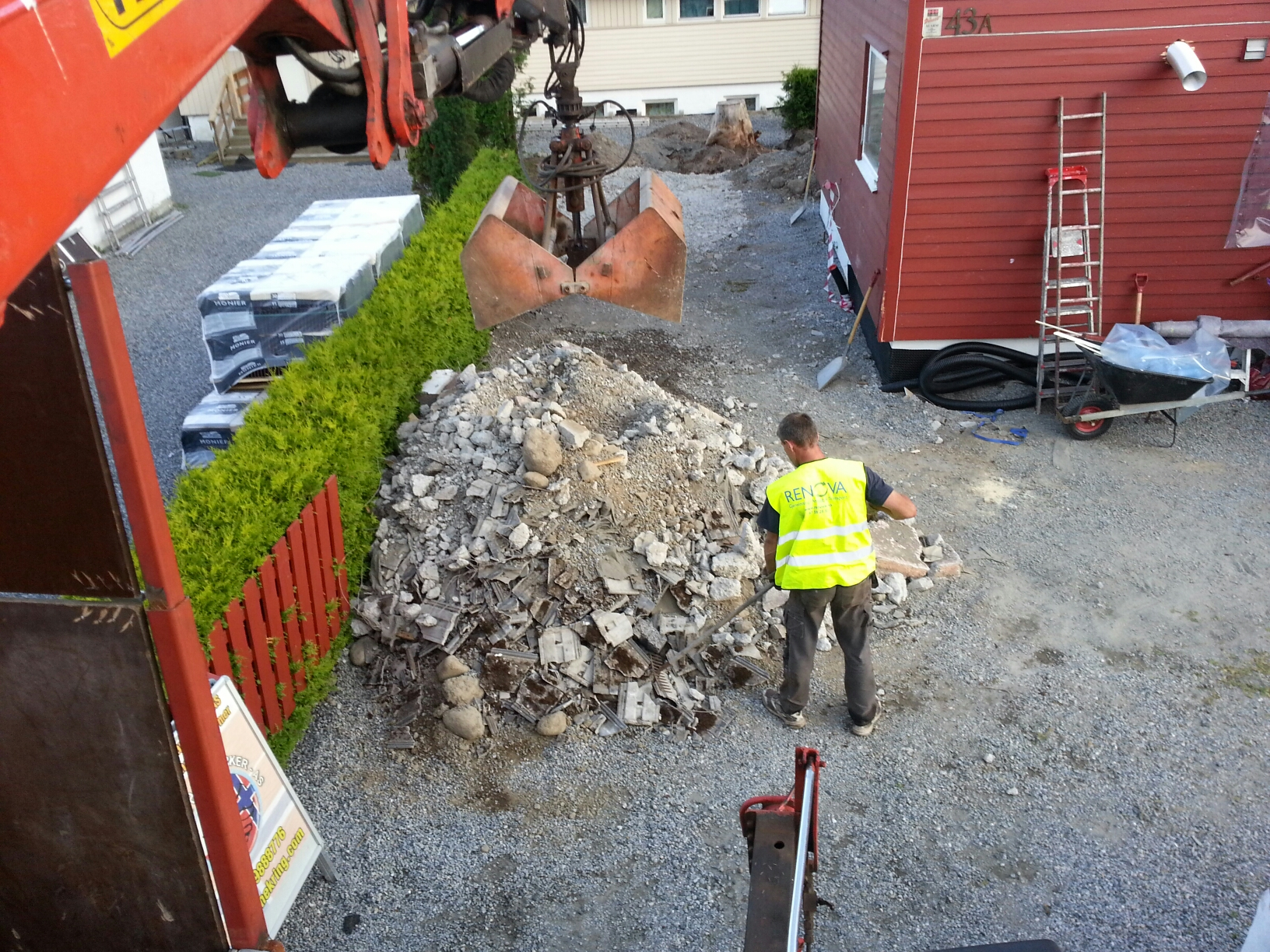 kranbilen-grabber-stein-og-betong